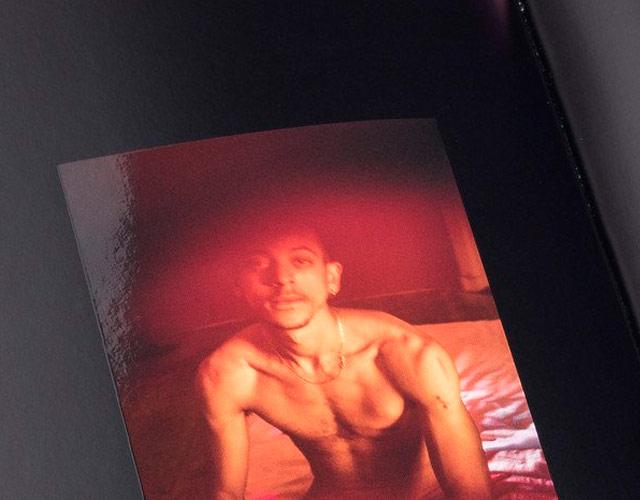 Actualidad Actualidad Hombres desnudos en el primer libro de Grindr