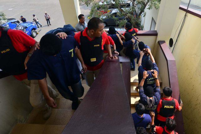 Actualidad Actualidad 141 hombres fueron detenidos por participar de una orgía gay en Indonesia