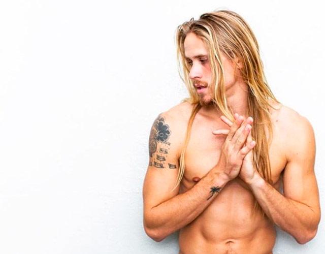 Actualidad Actualidad El modelo Mikey Heverly desnudo masturbándose